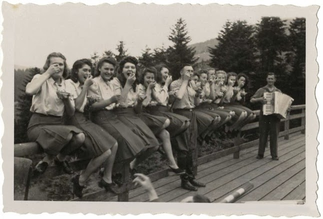 Laughing at Auschwitz - SS auxiliaries poses at a resort