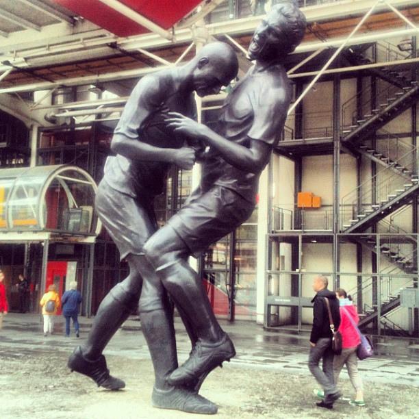 Zinedine+Zidane+headbutt+head-butt+Paris+Pompidou+Marco+Materazzi++Statue+Sculpture+3.jpg (612×612)