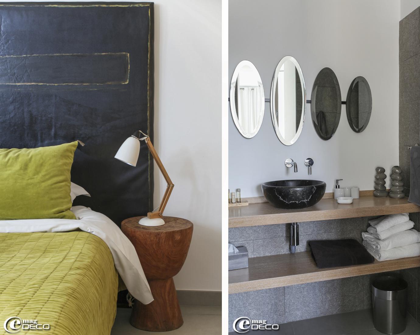 Toile de Voune Bohn en guise de tête de lit, couvre-lit et coussin en velours lavé 'Caravane', vasque en marbre noir 'Défi-Dok' à Aubagne, miroir 'Asiatides' et robinetterie 'Cristina Ondyna'