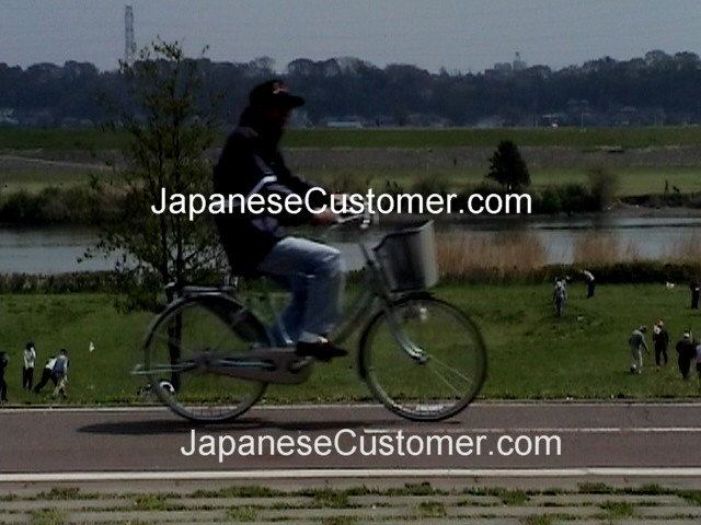 Japanese customers in Japan copyright peter hanami 2007