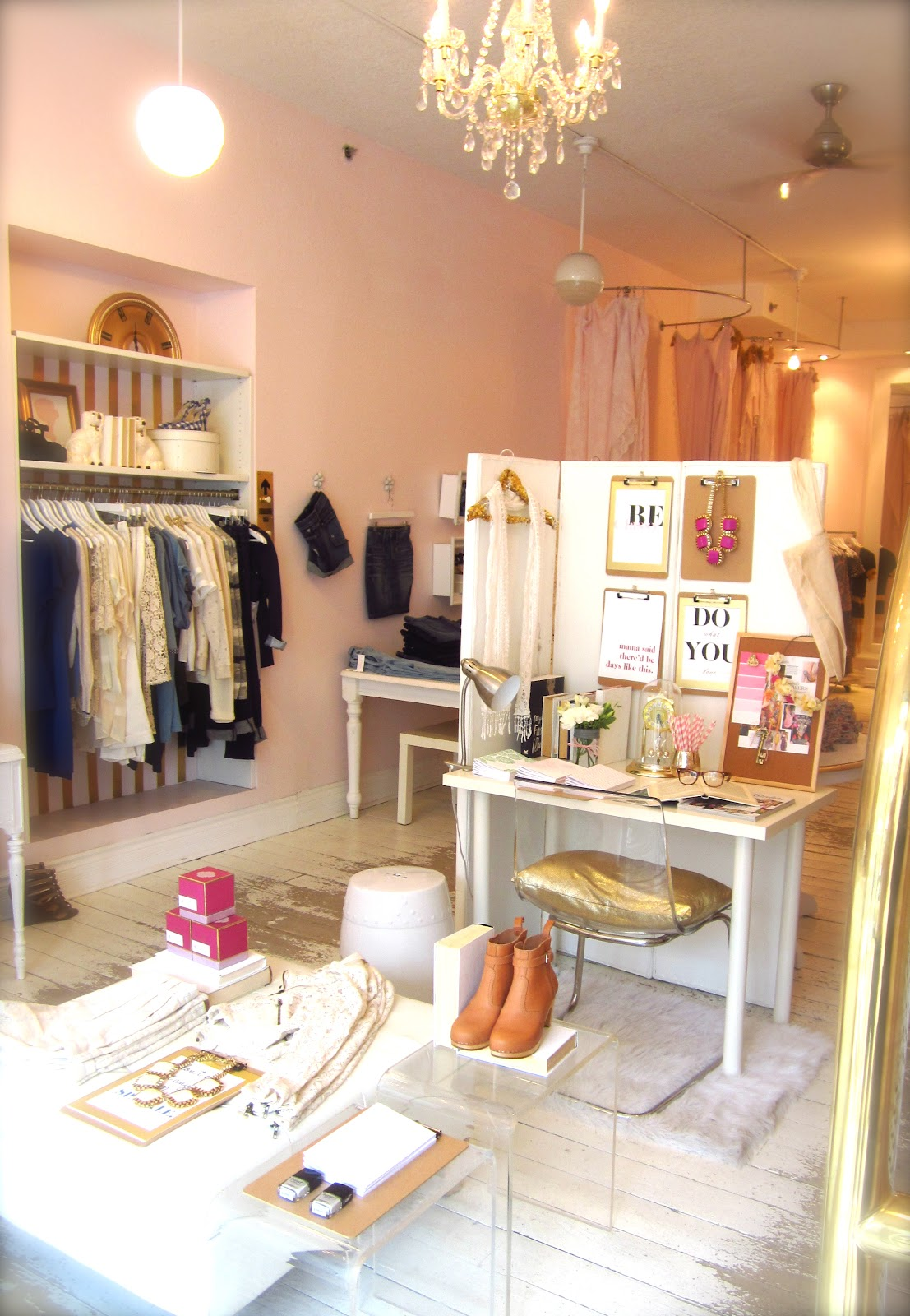 Fashion boutique decorating ideas 39