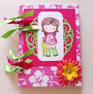 Esta es la libreta de Hannia, muy alegre con listones, flores, un brad