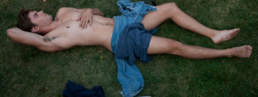 Gay Bait: Zac Efrons Homoerotic Foot Rub / Queerty