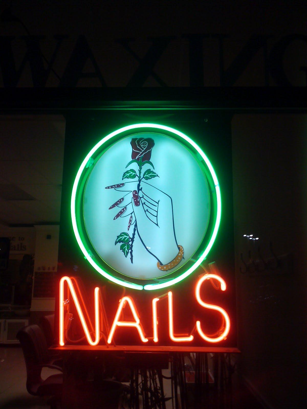 COLUMBUS OHIO NEON: Hot summer days, cool neon lights.