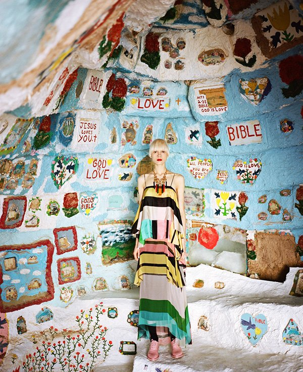 © JUCO Photo (Julia Galdo and Cody Cloud)   Salvation Mountain. Fashion Photography   PaperMag