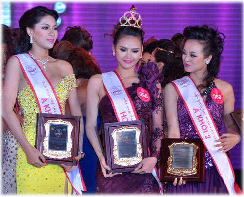 Crowned Miss Supranational Vietnam 2012 Lai Huong Thao together with her runners-up