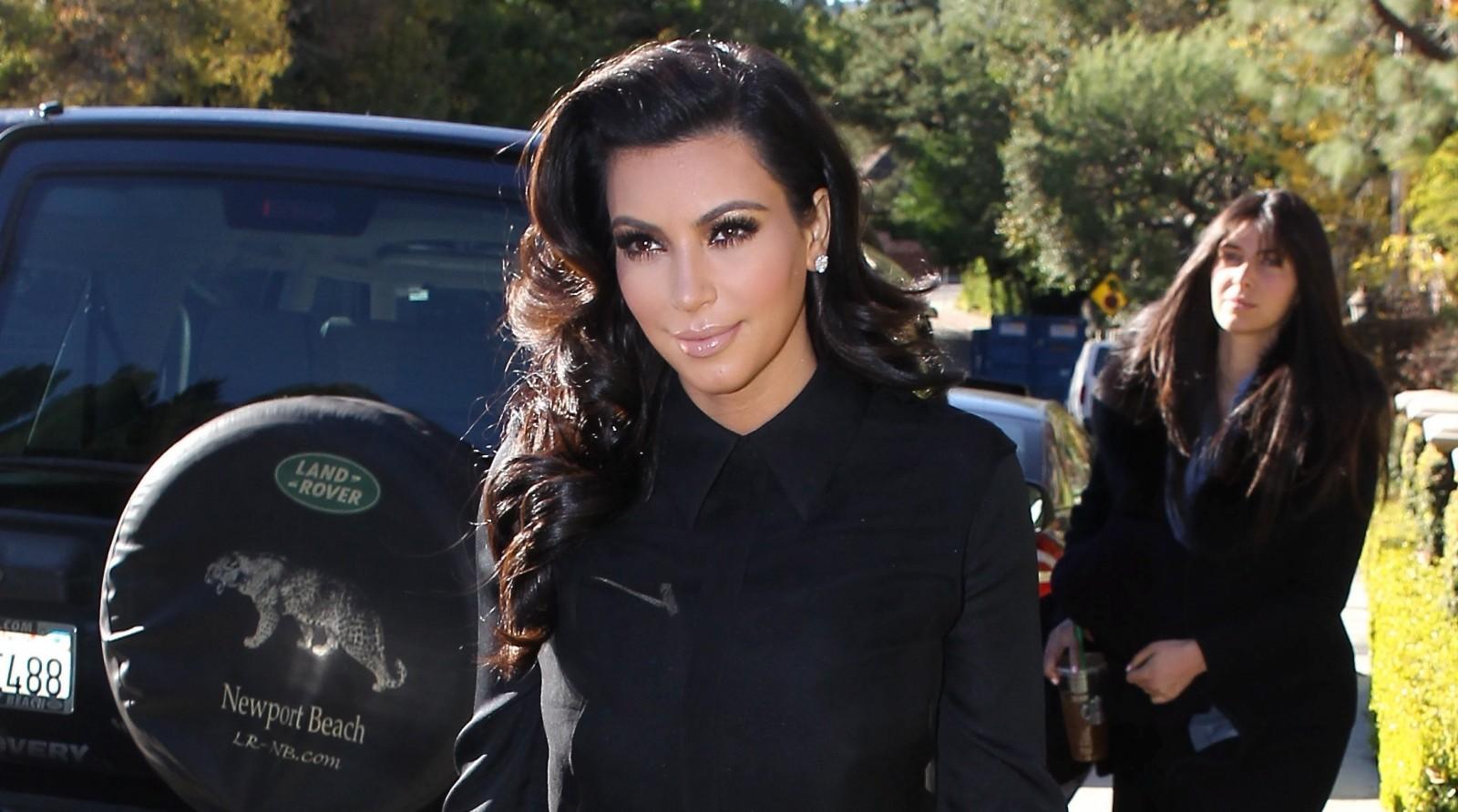 http://3.bp.blogspot.com/-nb2i9v7p8YI/UW91KaEqWBI/AAAAAAAAAwk/DnIj_SWC84g/s1600/Kim+Kardashian+Pregnant+2013+Wallpapers+1600X1000.jpg