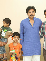 Pawankalyan meets his fan karuna sreenivas-cover-photo