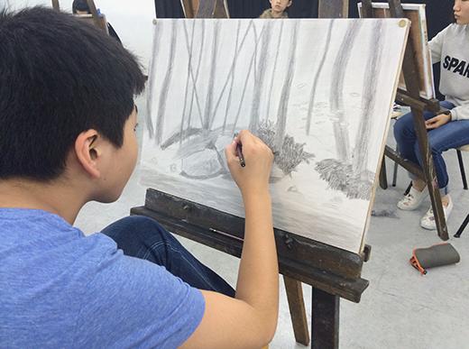 横浜美術学院の中学生向け教室 美術クラブ 言葉からイメージするデッサン『家』4