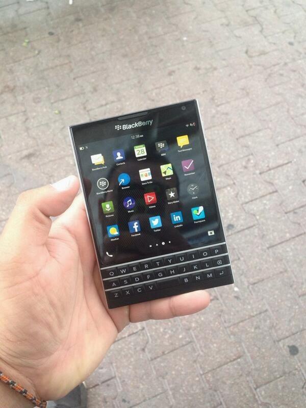 Estamos viendo mucho vuelque con respecto a la BlackBerry Passport. Hasta ahora hemos visto comparación del BlackBerry Passport con el 9900, La reinnovacion del Teclado en el Passport, la calidad del audio del BlackBerry Passport. Ahora que el tamaño del Passport se entiende relativamente, ¿qué hay de la escala de las aplicaciones en esa pantalla enorme? Como se puede ver en las fotos de abajo, las apps Android parecen escalar perfectamente. Se ve como las aplicaciones Android se ajustan perfectamente a la pantalla del BlackBerry Passport, y nos cabe ninguna duda que la ejecución de estas aplicaciones serán perfectas. Esperemos