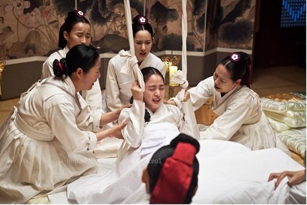 Jang Ok Jung (Kim Tae Hee) hạ sinh thế tử 1