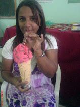 minha amigona kellen. se divertiu muito com meu sorvete de mintirinha rsrsrs