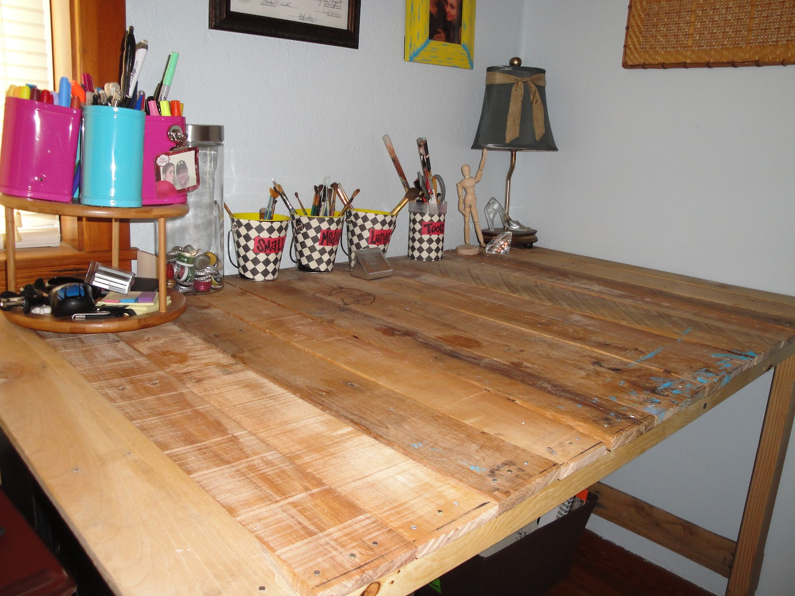 DIY Chronicles: Tutorial: DIY Industrial Desk From Upcycled Pallets. Full resolution  photograph, nominally Width 1600 Height 1200 pixels, photograph with #A12A64.