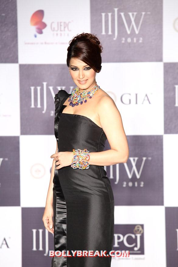 Sonali Bendre in Hot Black Dress at IIJW 2012 - Sonali Bendre  IIJW 2012 Photos -  Anand Shah show