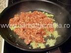 Suberek (placinta cu turceasca cu carne) preparare reteta umplutura - calim carnea tocata si ceapa