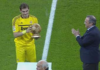 Iker Casillas fue homenajeado en el Bernabeu