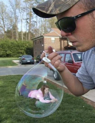 Amazing Forced Perspective %2521cid_17_2792665741%2540web137306_mail_in_yahoo
