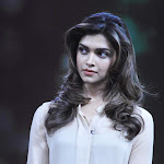 Deepika Padukone Looks Super Hot On NDTV Show Issi Ka Naam Zindagi