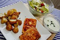 tofu steak, pecene brambory, tzatziki