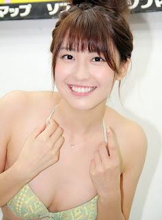 黒田有彩さんのグラビア