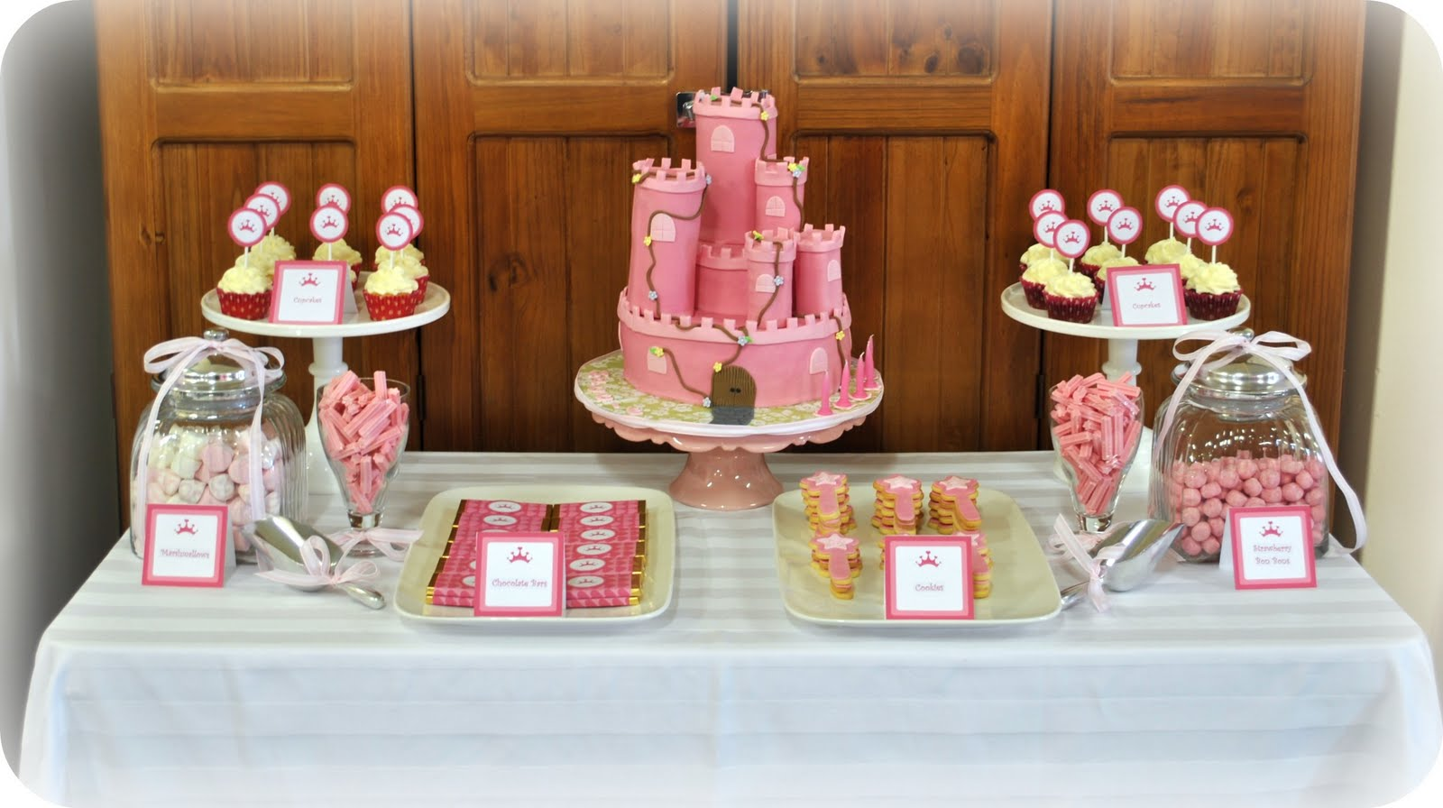 Taylor made baking maggie 39 s 5th birthday princess party for 5th birthday decoration ideas