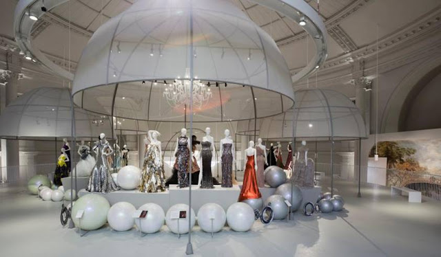 glamour ballgowns displayed on mannequins at the V and A