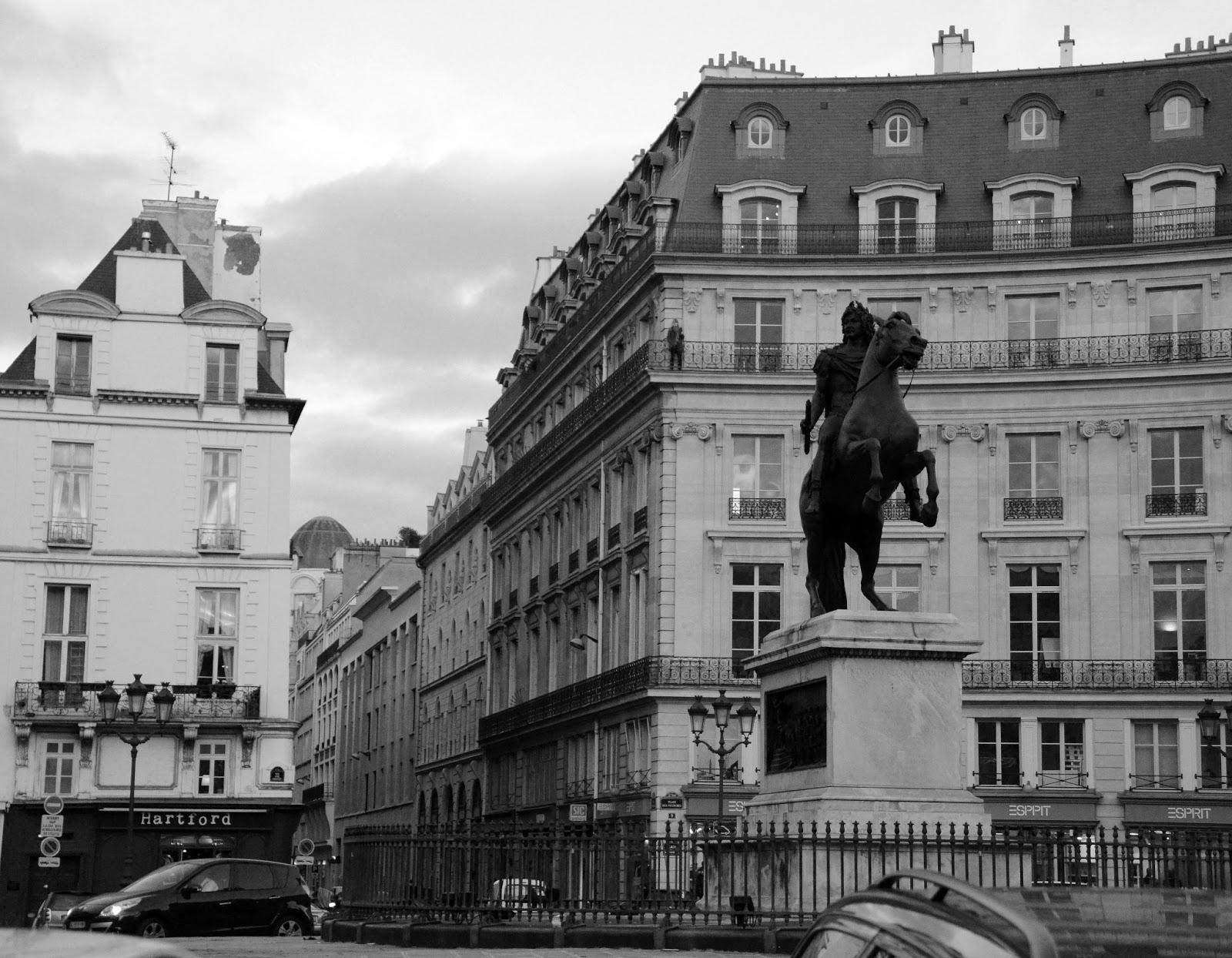 Paris and beyond place des victoires - Place des victoires metro ...