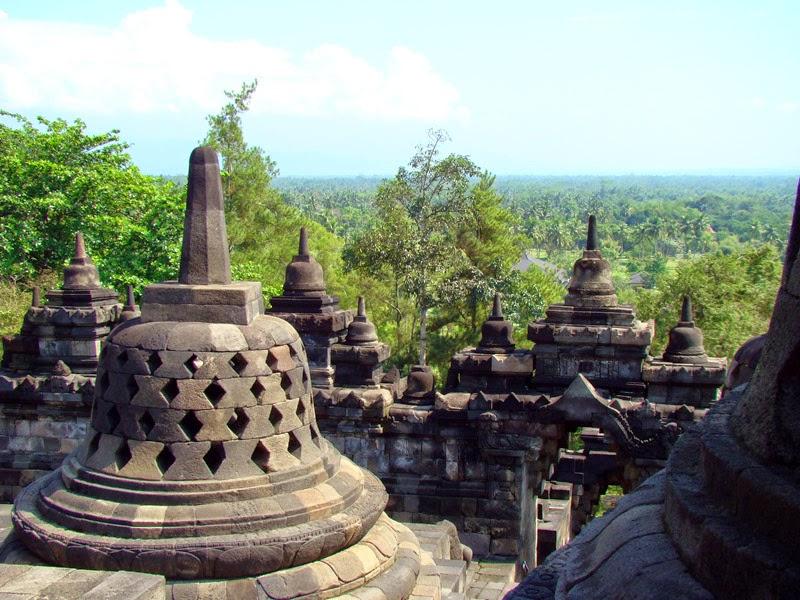 Le temple bouddhiste de Borobudur - Stupa