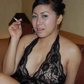 Tante Girang Suka Pakaian Seksi Warna Hitam