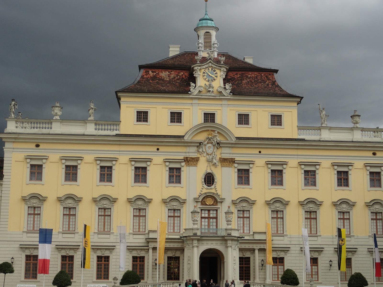 records in a journal ludwigsburg a beautiful piece of. Black Bedroom Furniture Sets. Home Design Ideas