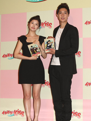Jung So Min Boyfriend In Real Life http://kathysbench.blogspot.com/2011/05/kim-hyun-joong-and-jung-so-min-at_04.html