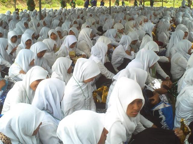 Calon Mahasiswa yang telah mendaftarkan diri di Universitas Malikussaleh [Unimal], mengikuti Orientasi Studi dan Pengenalan Kampus [OSPEK] yang di laksanakan di kampus induk Unimal Reuleut Kecamatan Muara Batu Kabupaten Aceh Utara. Selasa [6/9/2011]