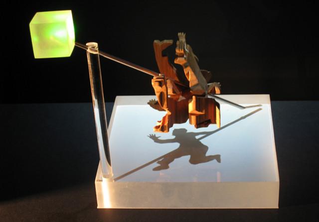 Escultura que proyecta sombras
