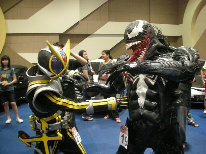 venom+costume+action1.jpg
