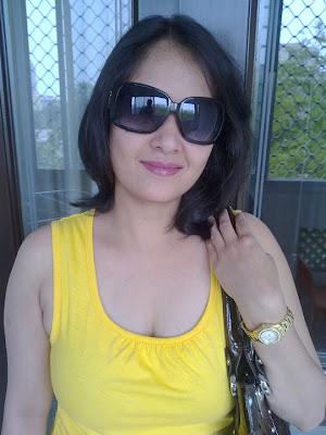 Gallery of Girls model girl in yellow dress posing beautifully