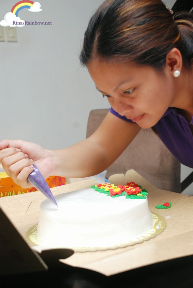 Design Your Own Cake Goldilocks : Rina s Rainbow: I Decorated My Own Goldilocks Christmas Cake!