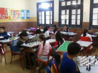 La Srita Paulina nos enseña ajedréz