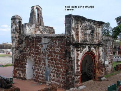 Vejam este video p'ara o qual Joao Ruiz me destacou o interesse  Malaca-Antiga+fortaleza+portugues
