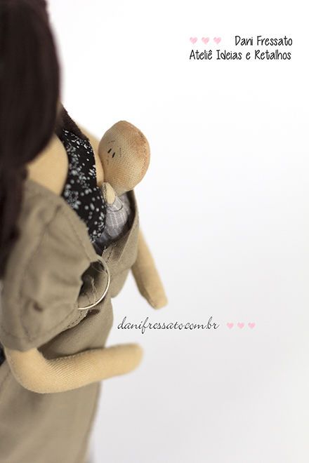 Boneca de Tecido com Sling e Amamentando, Ideias e Retalhos por Dani Fressat