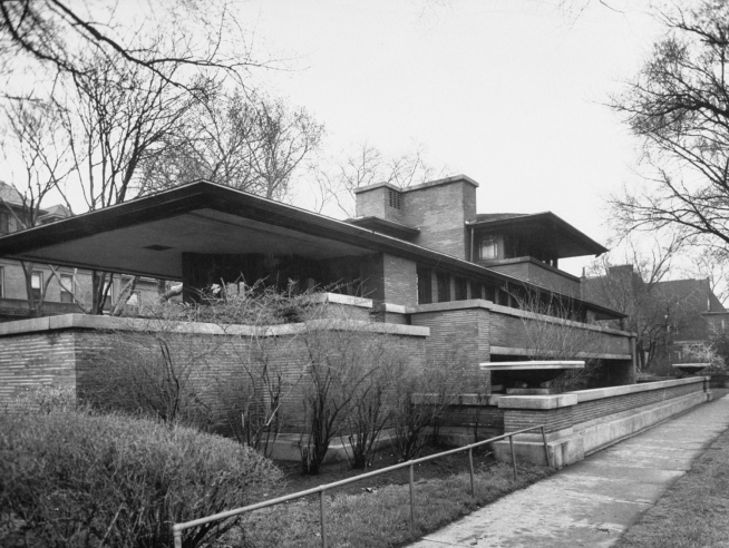 Frank lloyd wright photos of an american genius and his for Frank lloyd wright prairie house