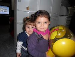 Jady e Catarina... irmãzinhas de berçário