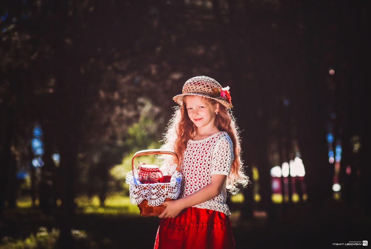фотосессия милой девочки в шляпке