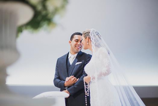 Fotojornalismo, casamento, post patrocinado, tiago galleone, fotos tradicionais, fotos espontâneas, noivo carinhoso, casal no altar, beijo de esquimó