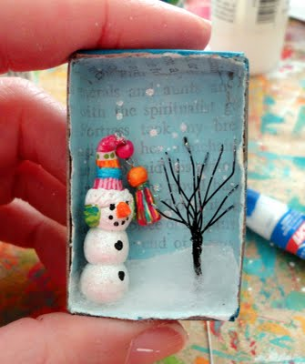 Riuso delle scatole dei fiammiferi per un panorama natalizio