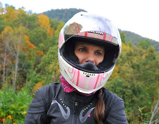 woman wear Full-Face Helmets for Women