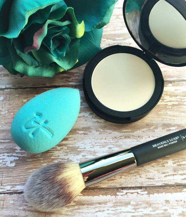 it cosmetics hydra sponge,bye bye pores pressed,heavenly luxe brushes