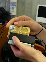 Maquina lectora de tarjetas de débito