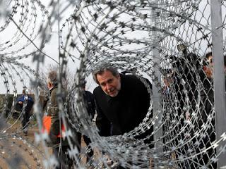 Grécia; Política Social Democrata; Euro; NAZI; Construção Campos de Concentração; Caça Aberta; Imigrantes; Zonas Sem Problemas de Imigração Ilegal; Governador Regional de Tessália e População Contra; KKE Apela á Luta; Turquia; Luta