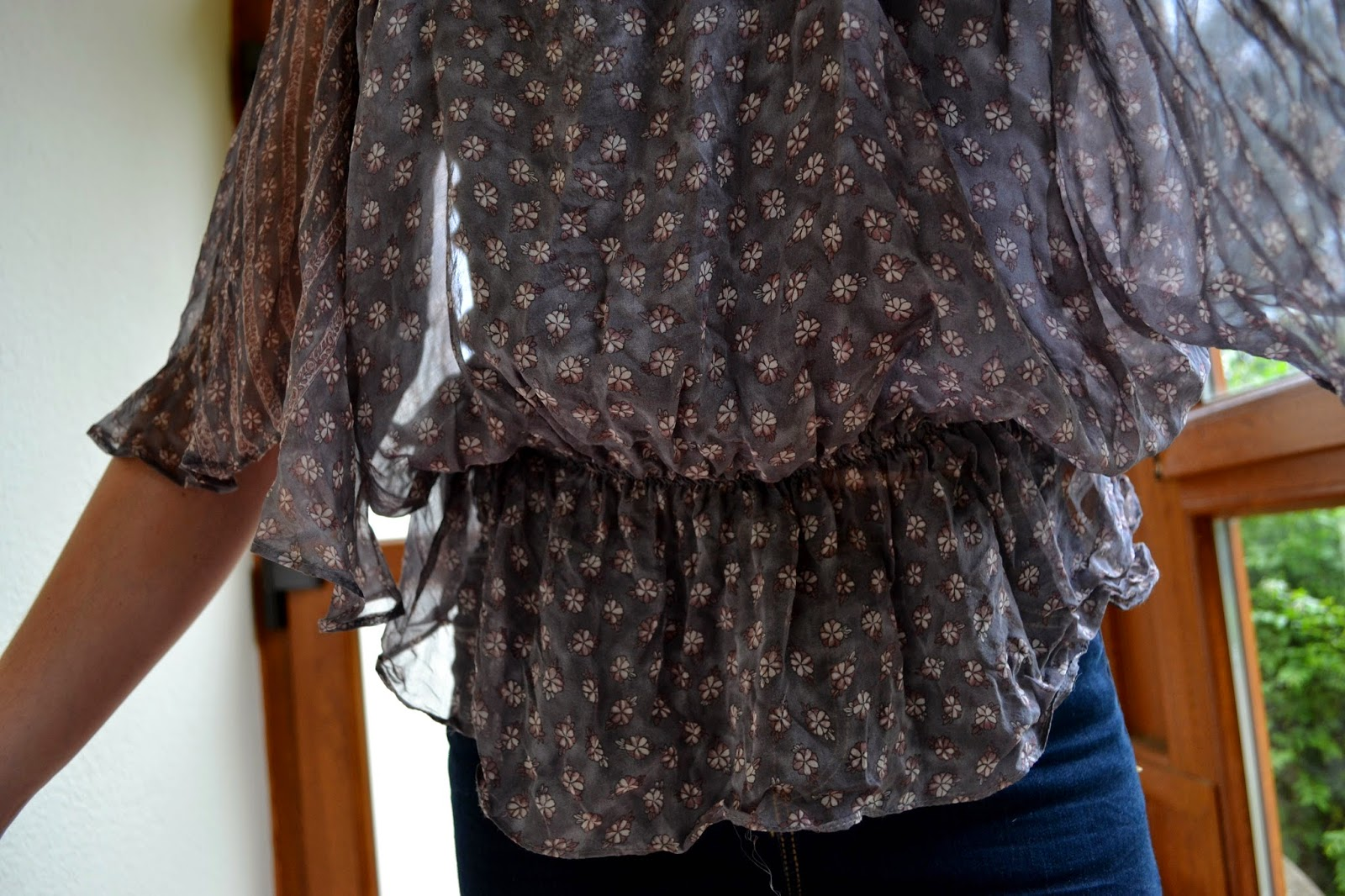 loose fashionable blouse