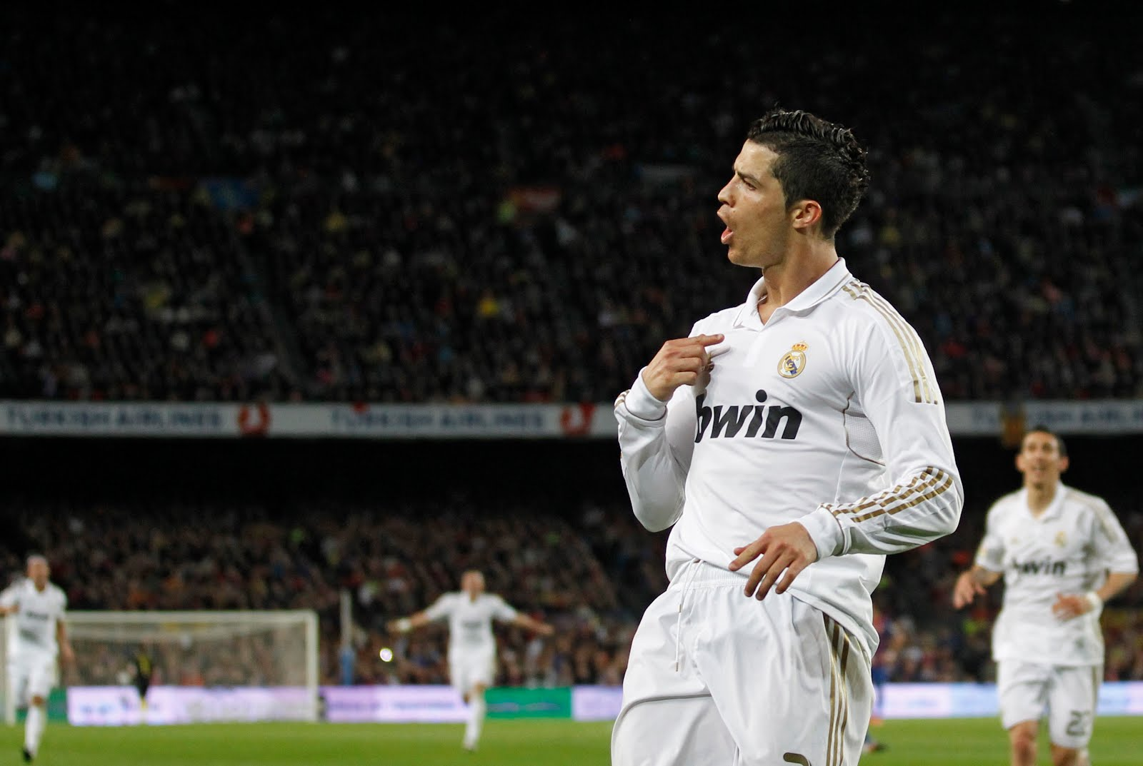 http://3.bp.blogspot.com/-nev-HfNOS8k/T5POl_qas1I/AAAAAAAAAtk/TgudGpgSD8o/s1600/Barca-Real%2BMadrid%2B1-2-Ronaldo-Goal-Celebration.jpg